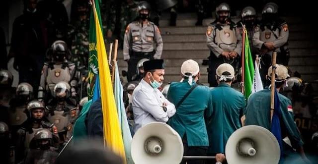 Ketua Komisi II DPRD Lampung Temui Mahasiswa Saat Unjuk Rasa Berlangsung