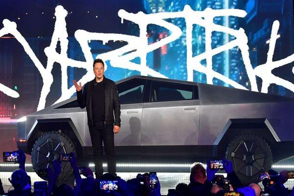 الطلب المسبق على سيارة المستقبل من تيسﻻ يتجاوز التوقعات!