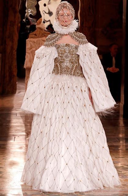 Alexander McQueen fall 2013 runway queen Elizabeth I style