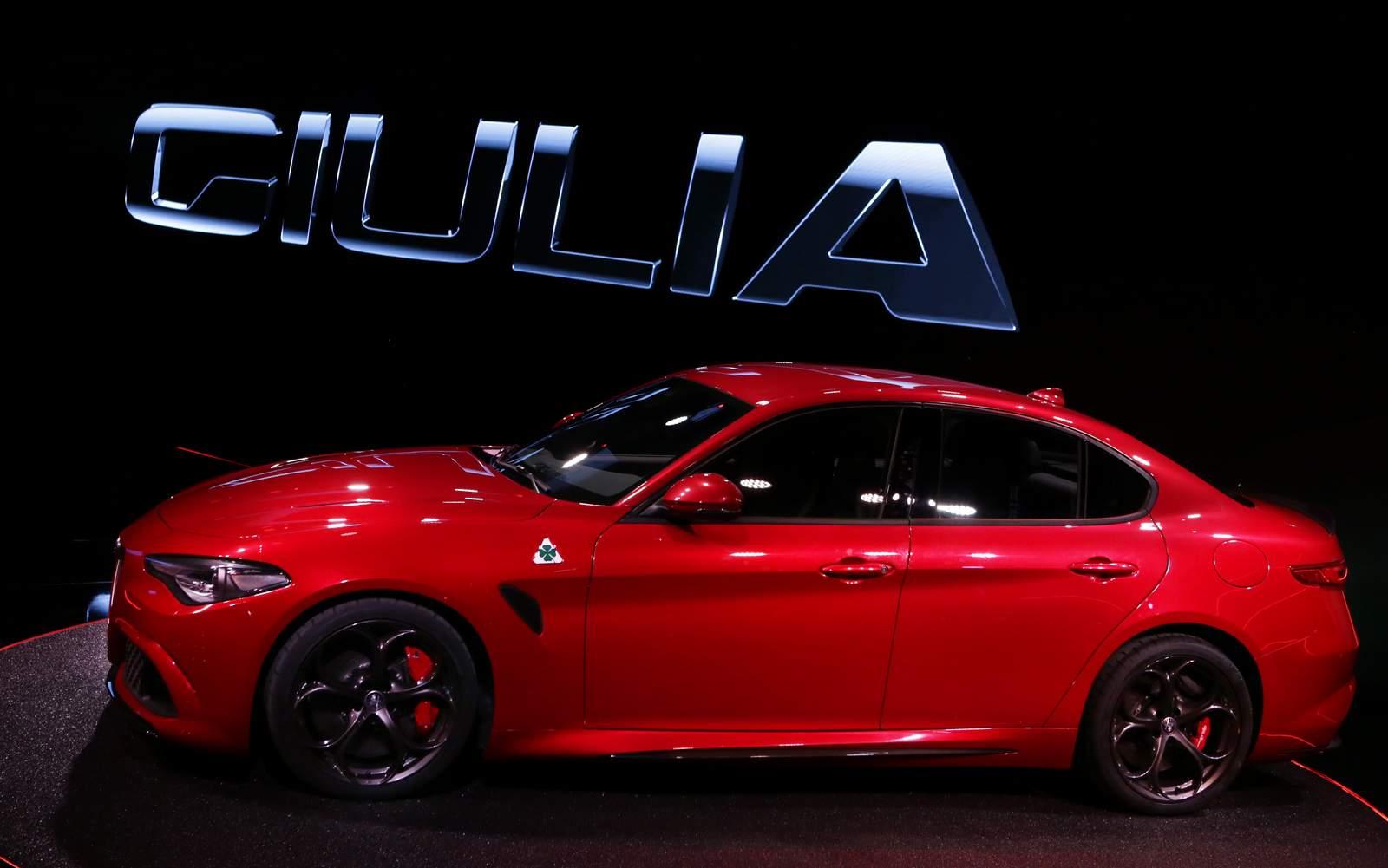O Giulia Quadrifoglio (trevo em italiano) é alimentado por um motor de 3.0  litros twin-turbo usado nos carros de Maserati Quattroporte e Ghibli. 605c148f40