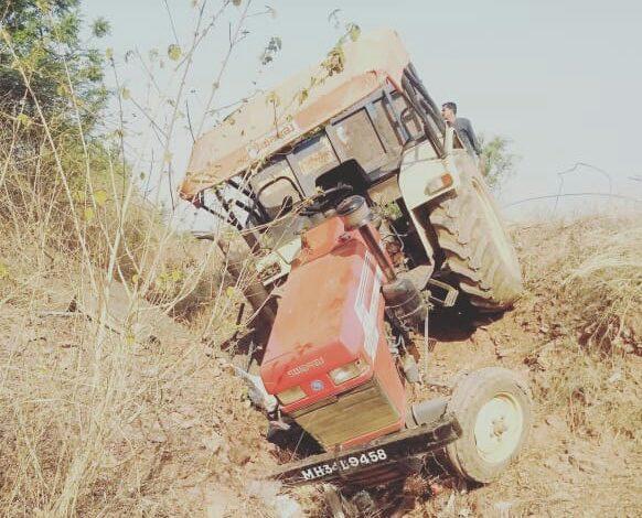वाळूची वाहतूक करणारा ट्रक्टर पलटी;दोन मजूर ठार;दोन जखमी;कोरपना तालूक्यातील घटना