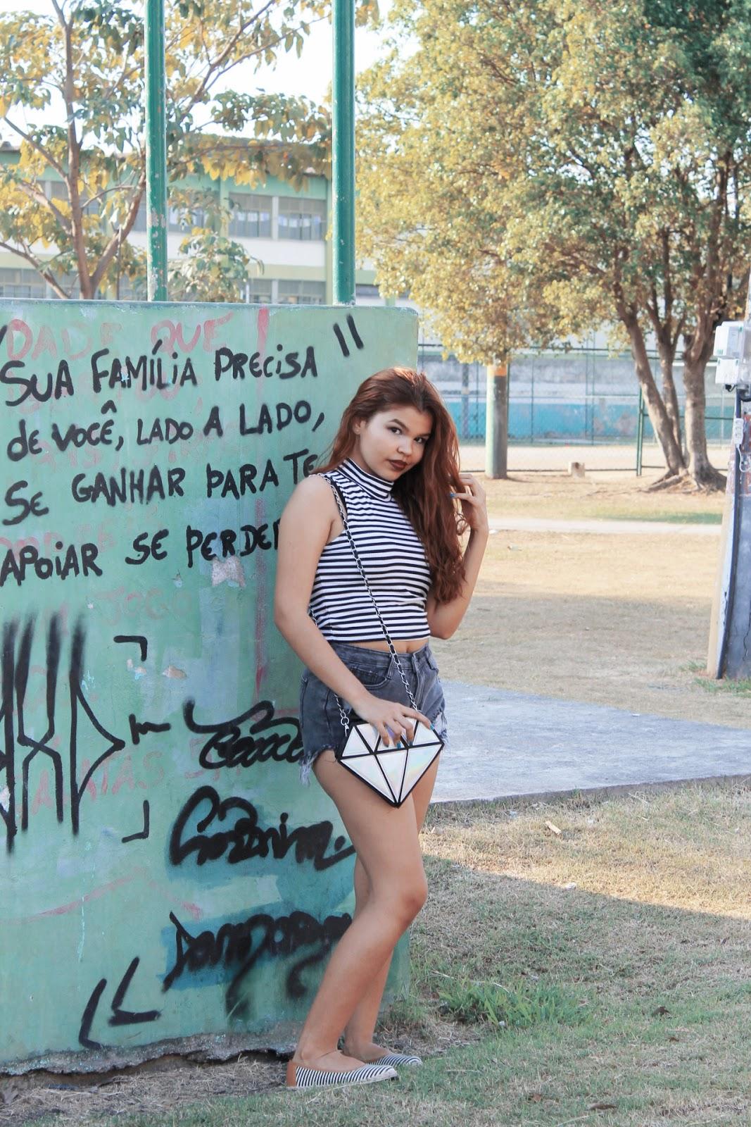 ingrid gleize, fotos tumblr, tumblr girl, look básico, cropped listras, look baratinho, look C&A, look Marisa, bolsa holográfica,