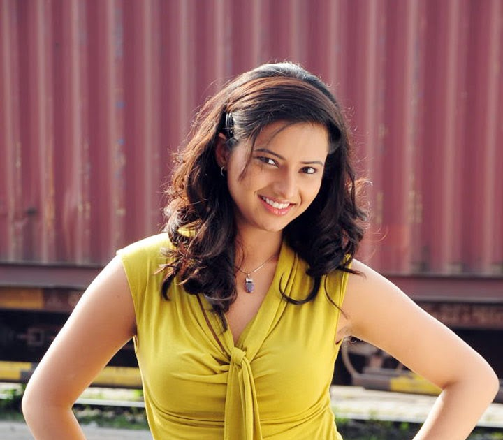 Hot Isha Chawla New Photos-13