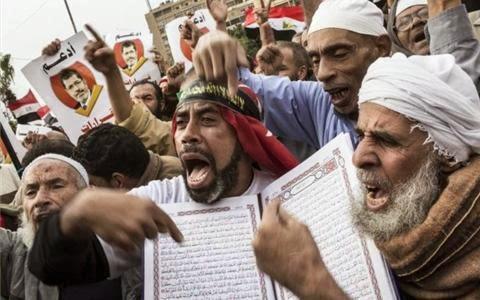 https://1.bp.blogspot.com/-5_ObHftyVRg/WB76zF5-U8I/AAAAAAAAAkk/Wk202IIKgWUSlVgWx1s1fzsuLwe8_SbdgCLcB/s1600/MuslimsKoran.jpg