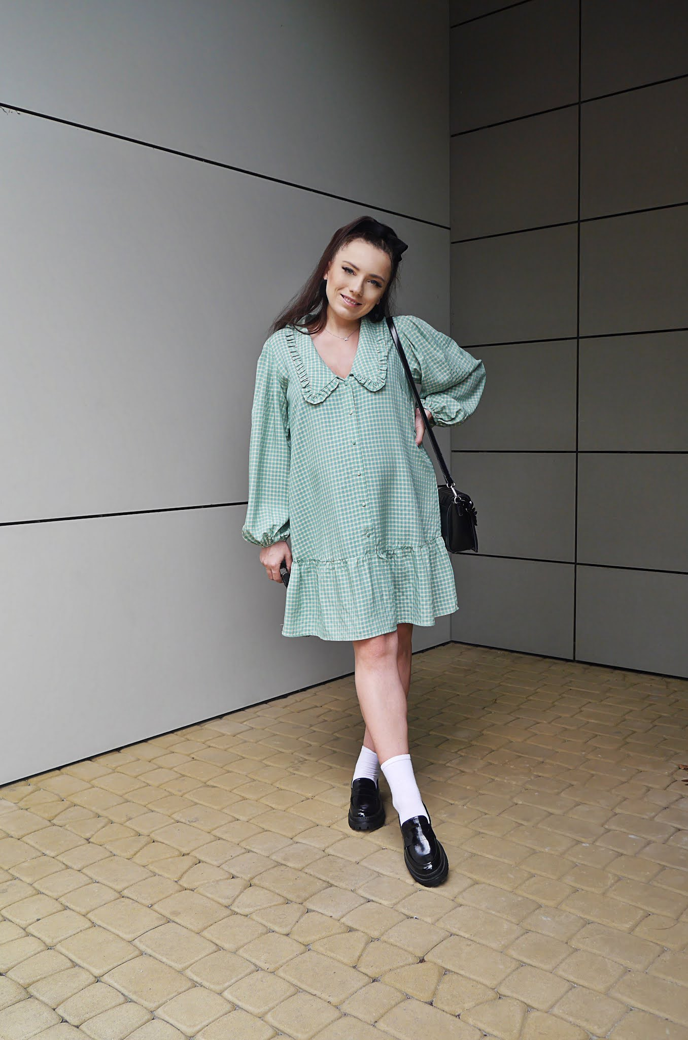 fashion blogger babydoll dress plaform shoes ccc black retro socks sunglasses pregnancy look outfit inspiration preggo ootd karyn puławy