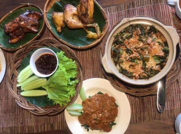 Rumah Makan Nasi Liwet Boemi Joglo