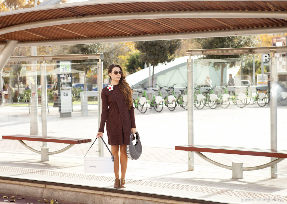Brown dress with cotton brooch - Senorita Martita FALL-WINTER street style by Amanda Dreamhunter - made in Spain