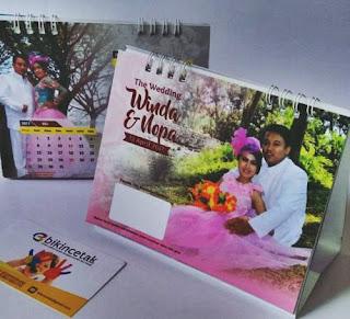 undangan unik bermanfaat kalendnder duduk