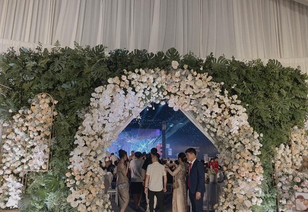 """""""Siêu đám cưới"""" tại Ninh Hiệp: Dựng """"lâu đài"""" trên 1600m2 và loạt """"sao bự"""" tham dự"""