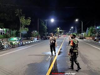 Aparat Gabungan Gelar Operasi Yustisi PPKM Jam Malam Di Titik Strategis