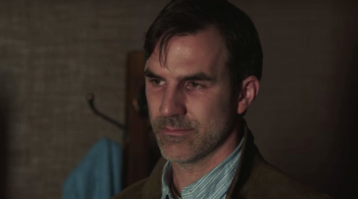 Paul Schneider es Mike en Channel Zero: Candle Cove