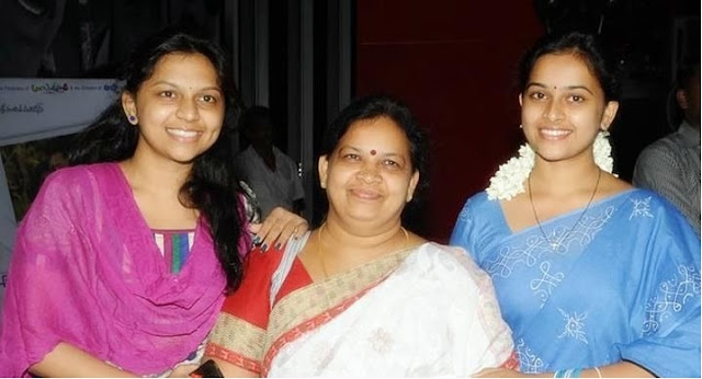 Sri Divya with mother and sister Sri Ramya