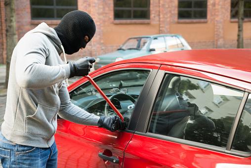 Βοιωτία: Εξιχνιάσθηκαν δέκα κλοπές από αυτοκίνητα και μία απόπειρα κλοπής από αγροικία