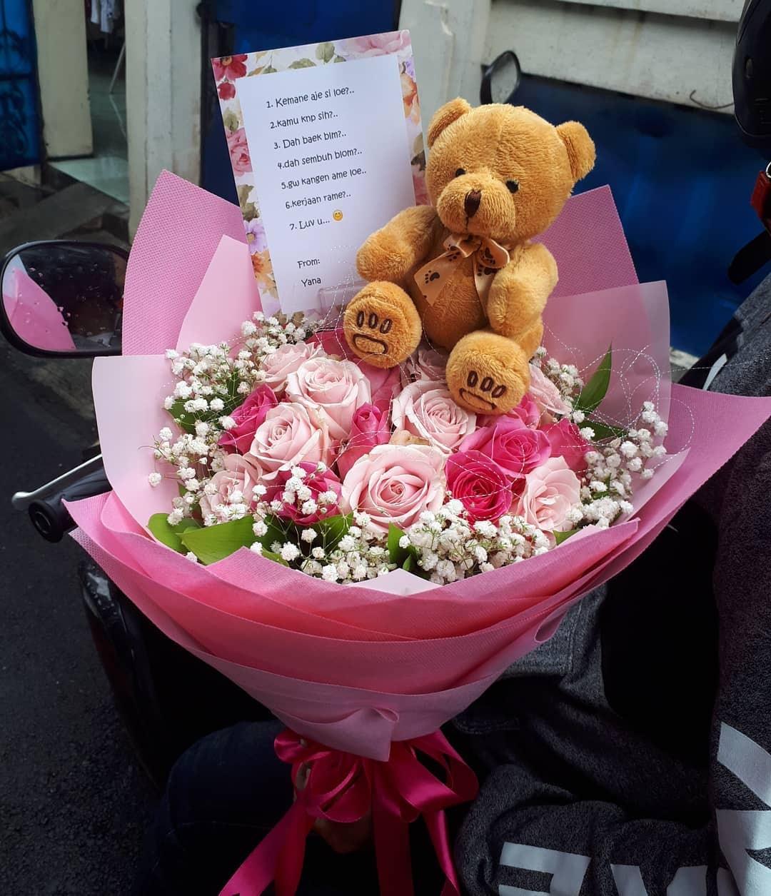 Karangan Bunga Tangan Hand Bouquet 032