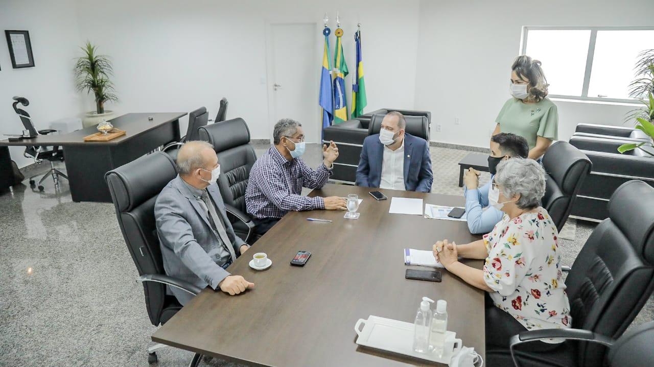 Presidente Alex Redano se reúne com o secretário da Seduc para tratar da liberação de recursos para educação