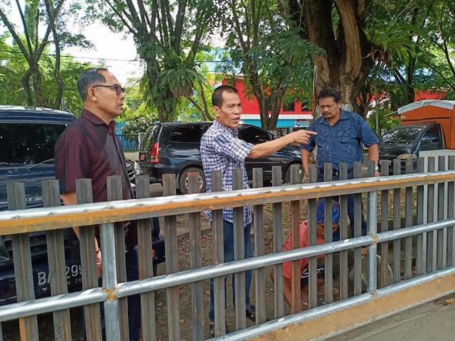 Ketua Umum KONI Sumbar, Syaiful meninjau gedung beladiri