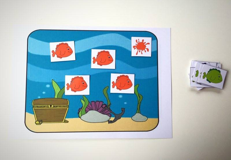 Dziecko dokonuje klasyfikacji obiektów ze względu ze względu na kolor. W trakcie zabawy poznaje nazwy kolorów.