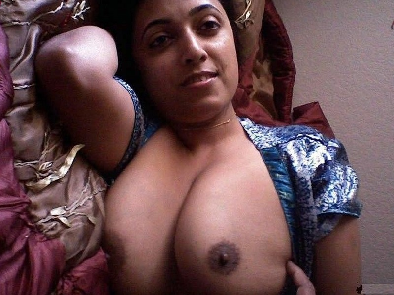 Sindhi aunty busty tits big boobs hot nude twitter