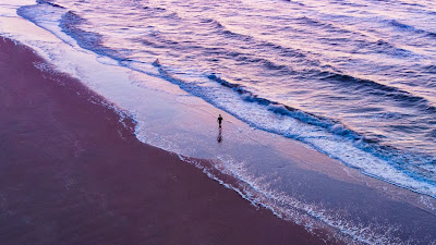 Free wallpaper lonely man walking on the beach