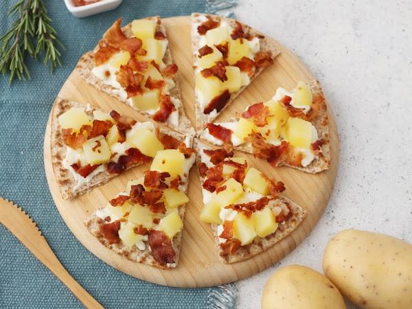 Crostini di piadina con stracchino, patate e bacon croccante