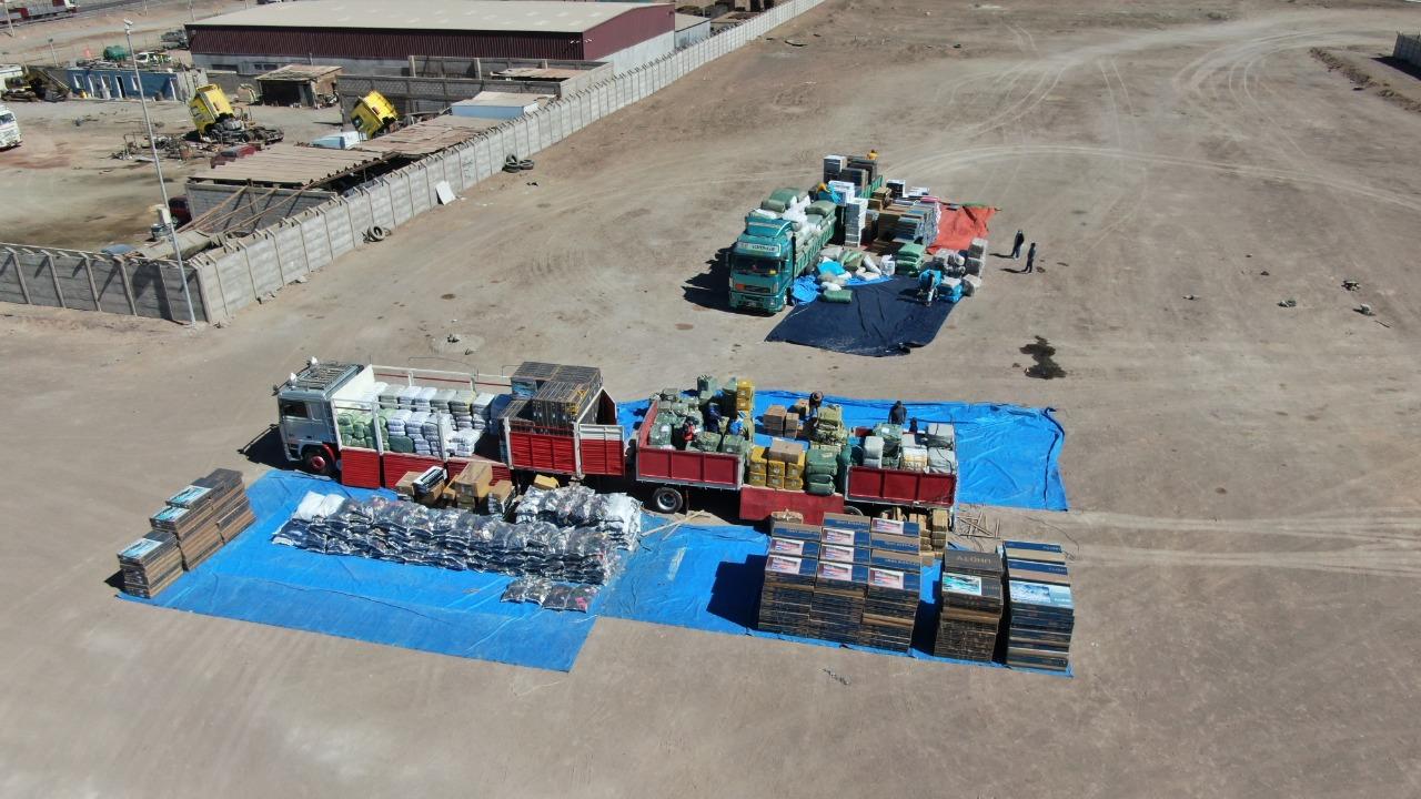 Aduana  de Chile decomisó cuatro camiones con contrabando por $us 5 MM / MIN. DEFENSA