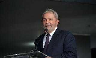 Lula tem condenações anuladas por Fachin e é liberado para disputar eleição
