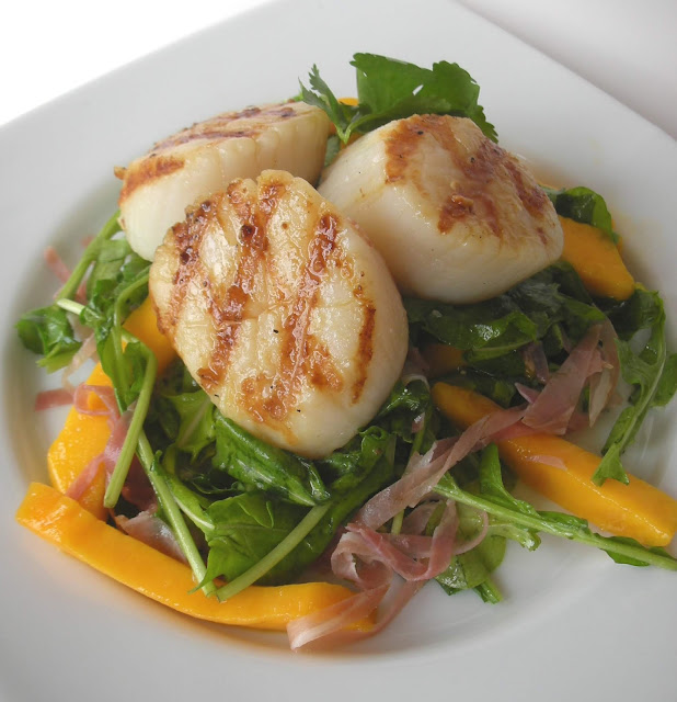 Grilled Scallop-and-Mango Salad