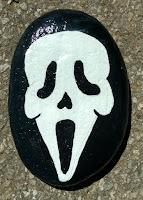 Decoración para Halloween con piedras pintadas SCREAM