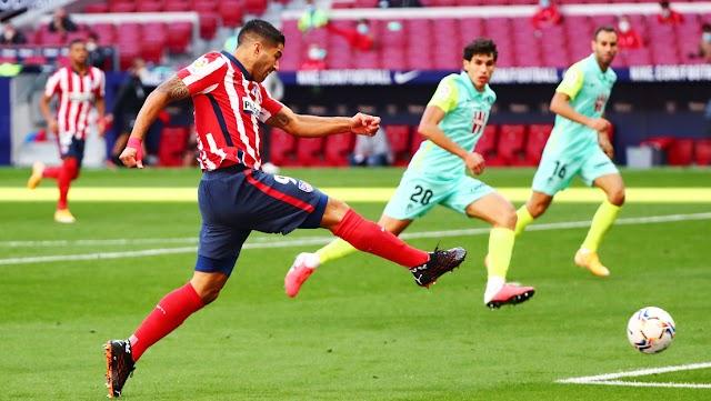 Luis Suárez debutó con el Atlético de Madrid con un doblete