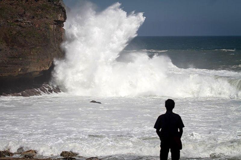 Angin Kencang dan Gelombang Tinggi, BMKG Ingatkan Warga untuk Waspada