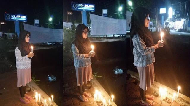 MELAWAN ARUS!! Nurul Aksi Lilin Sendirian di Padang jadi Viral..