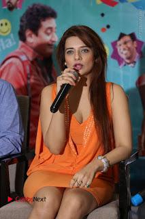 Actress Saloni Aswani Pos in Short Dress at Meelo Evaru Koteeswarudu Movie Interview  0120.JPG