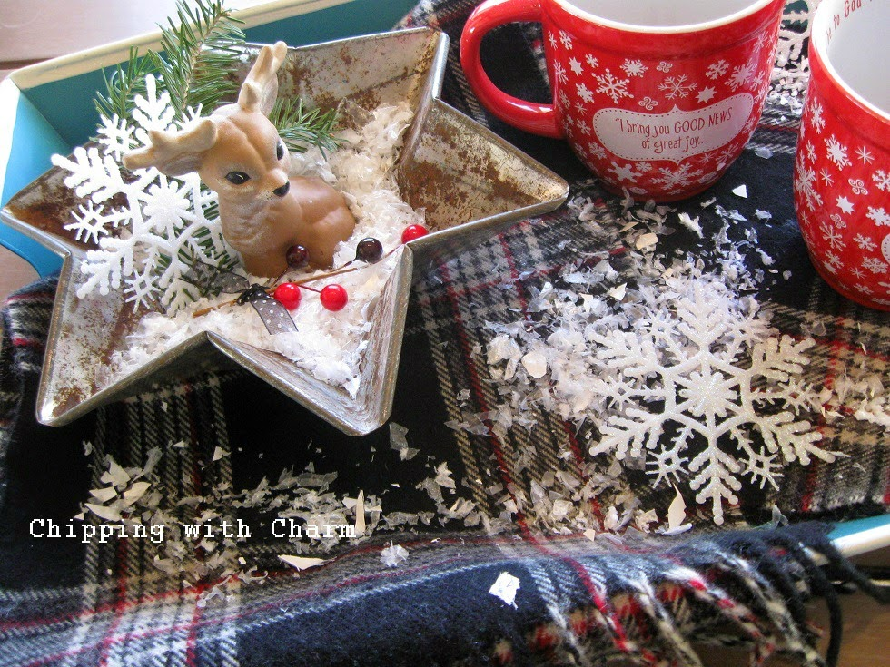 Chipping with Charm: Cocoa Tray Centerpiece...http://www.chippingwithcharm.blogspot.com/