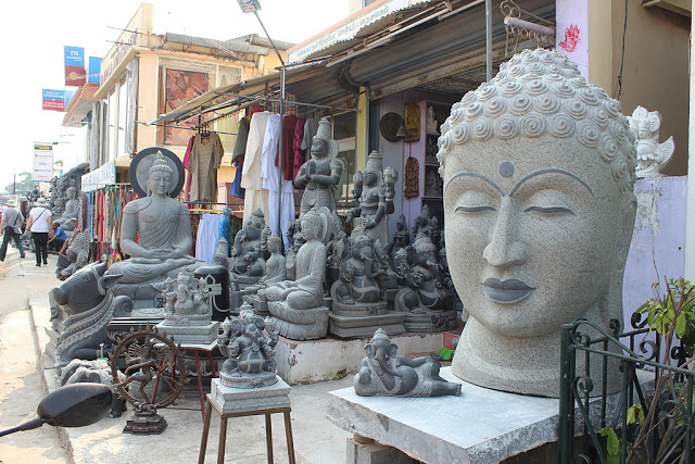Arts n Sculptures shop in Mahabalipuram
