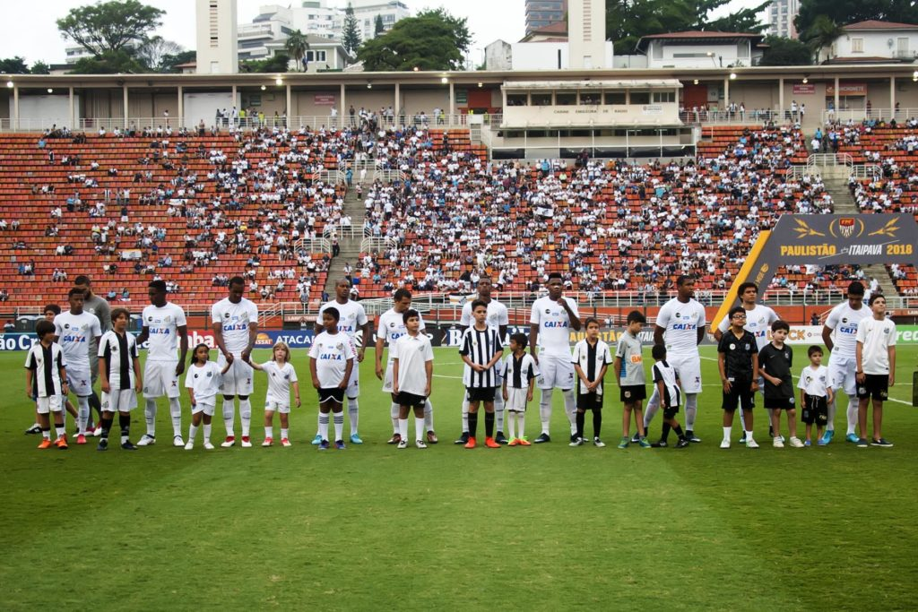 O Pacaembu não deve receber o grande público que o Santos esperava para o  clássico deste sábado 0af2a9bfd3889