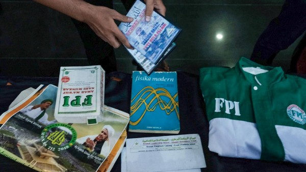 Deretan Pernak-pernik FPI Ditemukan di Rumah Terduga Ter*ris