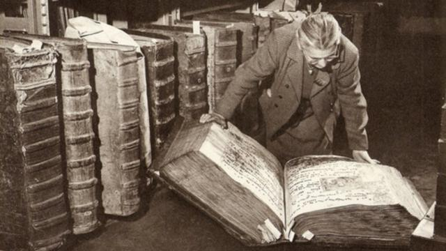 La foto de los libros gigantes, tomada por M. Peterka