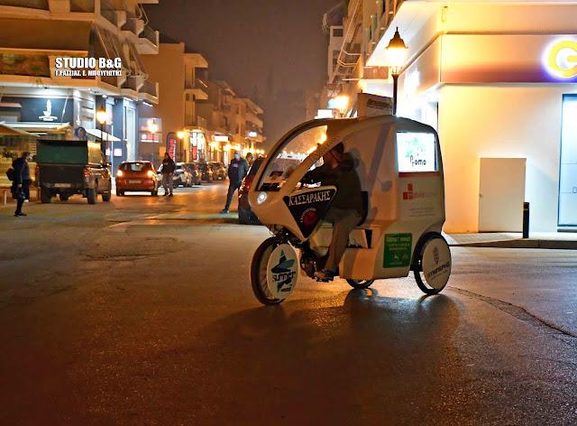 """Με multimedia """"λατέρνα"""" στους δρόμους του Ναυπλίου και σε αυτό το lockdown (βίντεο)"""
