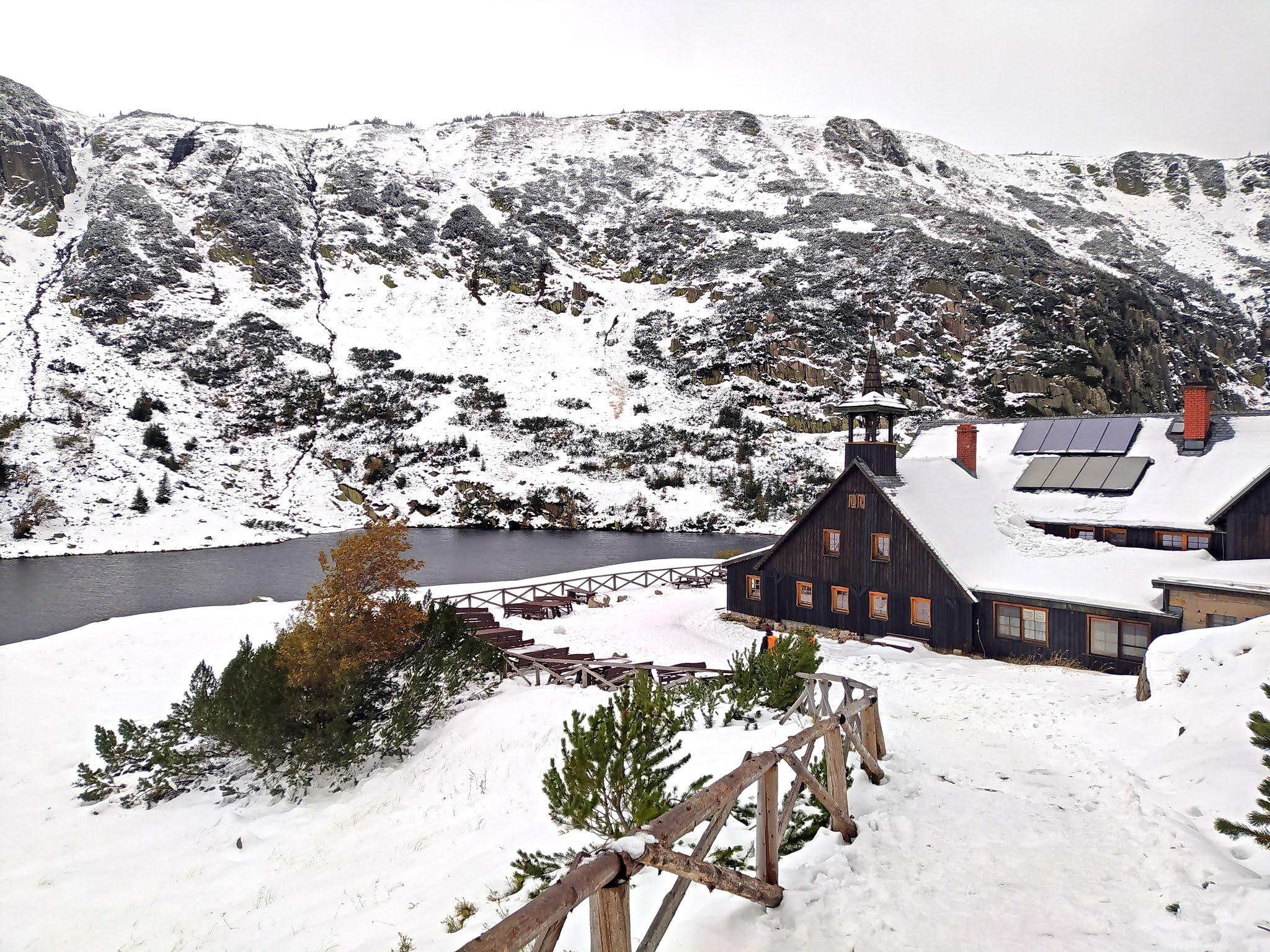 Schronisko Samotnia Karkonosze zimą