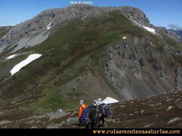 Ruta Les Rapaines, Lago Ubales, Cascayón: Bajando de Les Rapaínes al collado Agujas