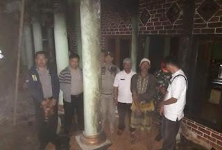 *rumah H. Rasyidin, warga kp. sindangsari terbakar+
