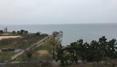 長浜城展望台から琵琶湖を望む