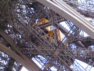 """eiffel4 - El """"secreto"""" que oculta la Torre Eiffel en su punto más alto"""