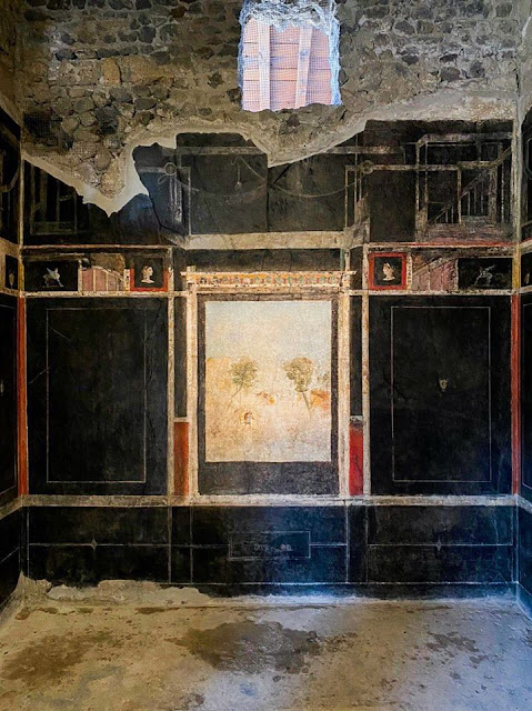 Pompeii 'House of Lovers' reopens to public after 40 years