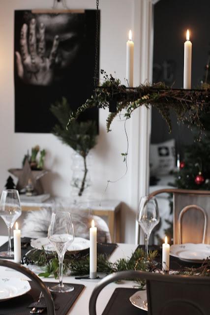 annelies design, webbutik, webbutiker, webshop, nätbutik, inredning, dekoration, ljusstake, ljusstakar, jul, julen, dukning, bordsdukning, bordsdukningar, korg, hängande, hänga, hänger över bordet, matplats, ljusstaken, maj, årstid, högtid, stående, på bordet, tallriksunderlägg, underlägg,