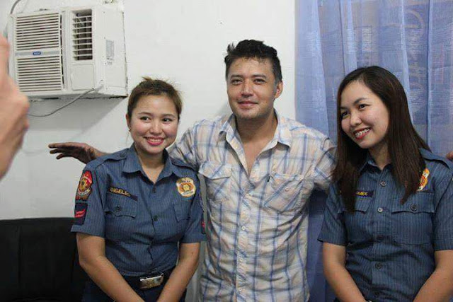 Police Poses For Photo with Mark Anthony Fernandez Before He Gets Detained!
