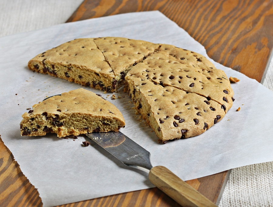 Versatile Vegetarian Kitchen: Giant Chocolate Chip cookie