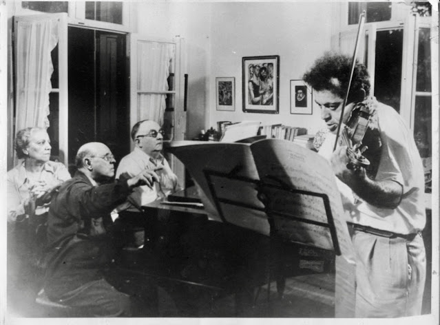 Alexander Schneider plays Thomas de Hartmann's Violin Sonata Op. 51 with the composer at the piano, Pablo Casals following the music