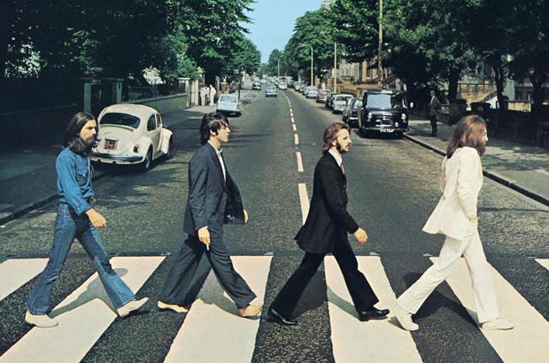 Foto dos Beatles atravessando a rua