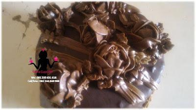 Kue Tart Black Forest Topping Coklat Bentuk Mawar